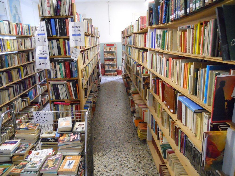 Il-reparto-libri-by-Mercatino-la-Pulce-Cocquio